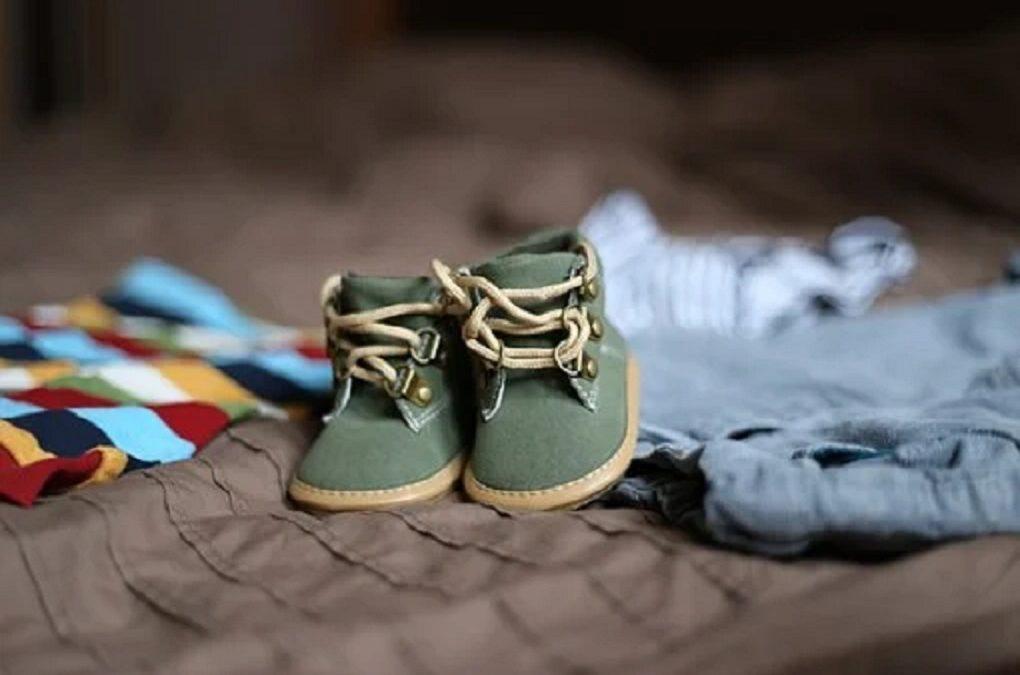 Premiers pas de bébé : comment choisir ses chaussures ?