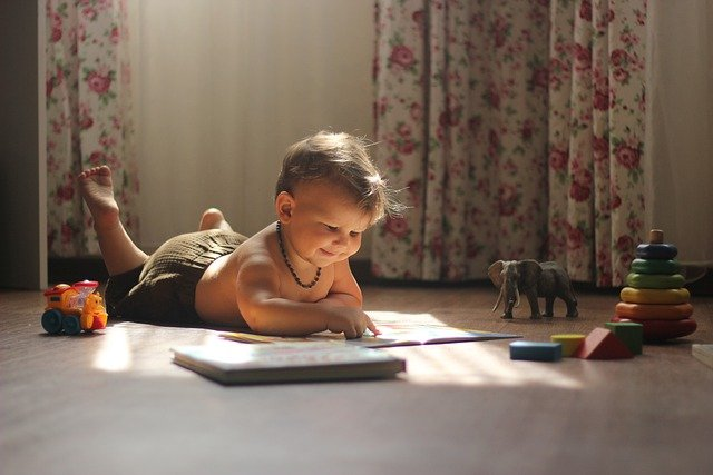 Quels jouets offrir à un enfant de 2 ans pour développer sa motricité ?